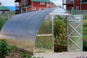polükarbonaadist kasvuhoone